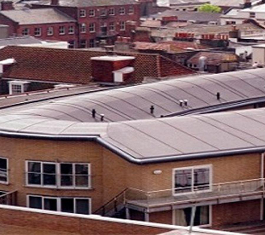 Недорогая гидроизоляция для крыши общественного здания